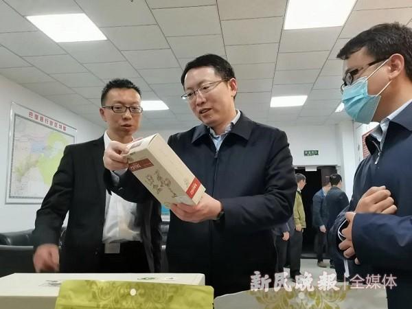 上海市静安区代表团到巴楚县考察助力脱贫工作