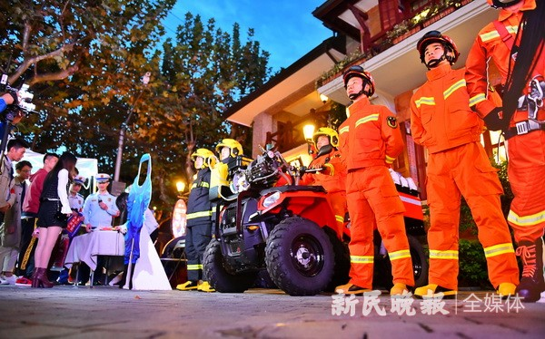 """上海消防部门首次举办""""消防主题夜市"""""""