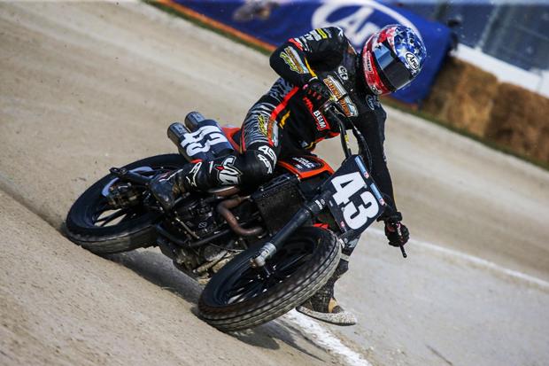 哈雷摩托在美国泥地滑胎绕圈赛中夺冠