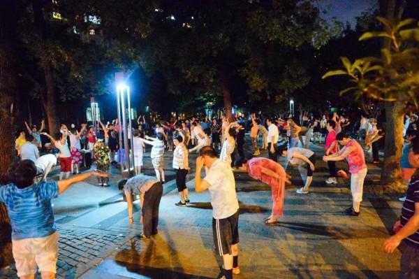 """爱跳舞的阿姨爷叔,是上海街头的风景线!但有个""""新规""""你一定要清楚!"""