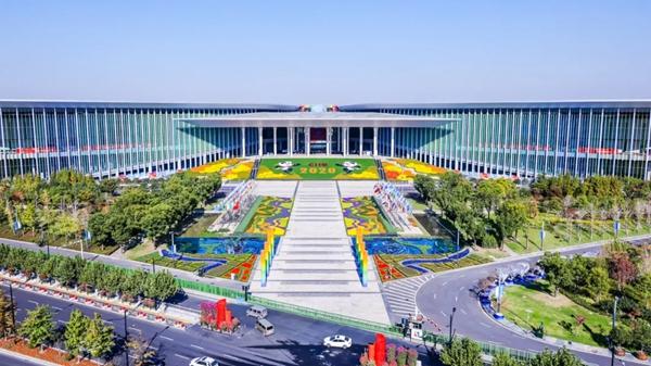 """""""中国向世界打开大门!""""围观这场超人气盛会,外媒毫不吝啬赞美之词,夸!夸!夸!"""
