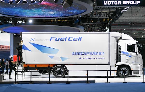 全球首款量产氢燃料重卡亮相进博会 这位韩国小哥哥中文解说666