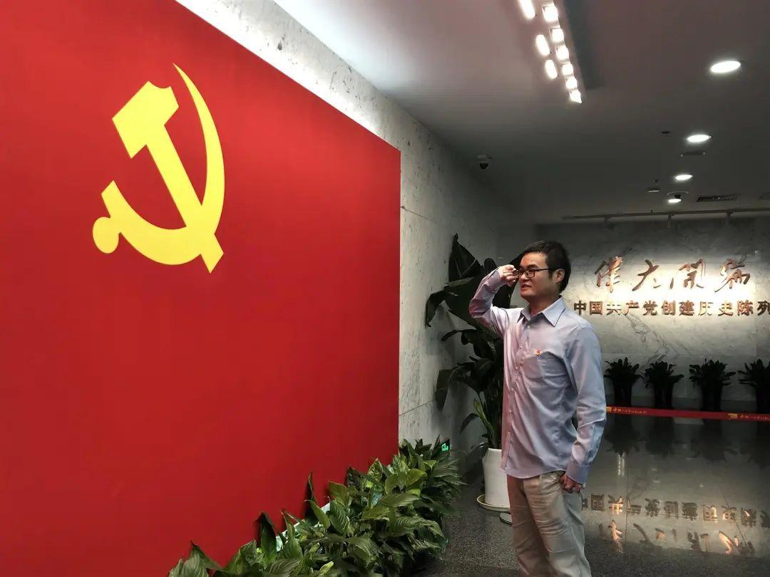 感动无数上海人的小伙子领证了!岳父夸他:把女儿嫁给你,敬佩你是个英雄!
