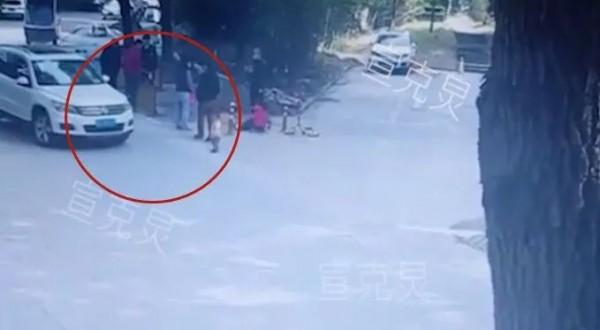 上海1岁男童小区内遭碾压身亡!监控拍下揪心一幕!当时爷爷就在身旁!