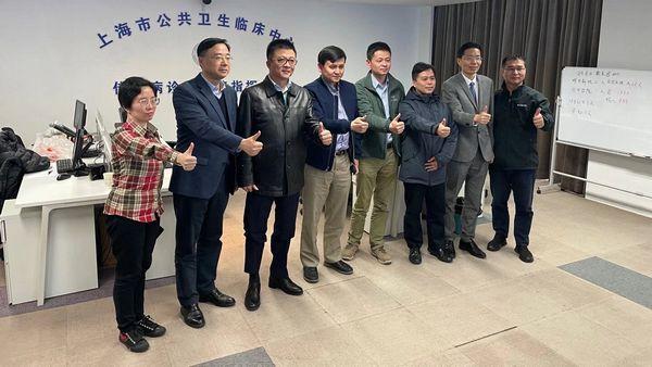上海成立救治新冠大专家组:钟鸣等援鄂专家加入