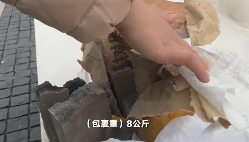 上海一女子收到寄给亡夫的快递包裹!打开一看惊呆了…