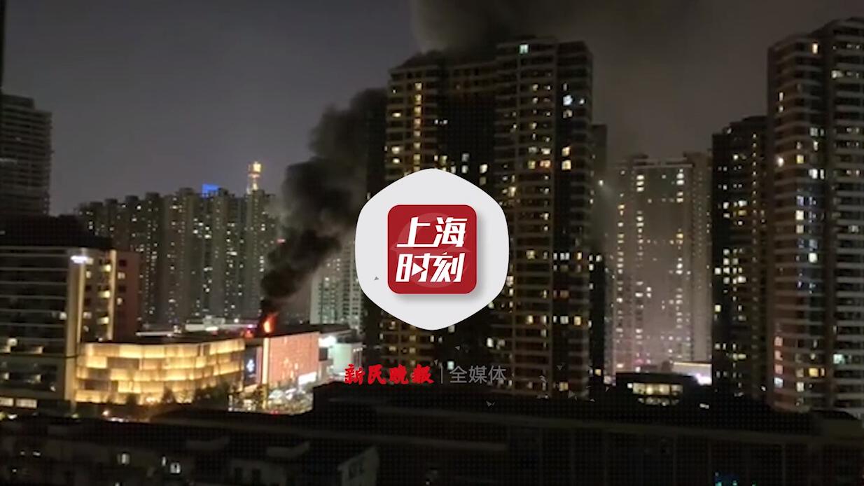 视频|天宝路一商场楼顶发生火情 消防驰援