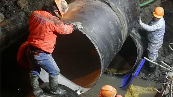 西藏南路爆裂水管如期修好 10点左右路面可恢复