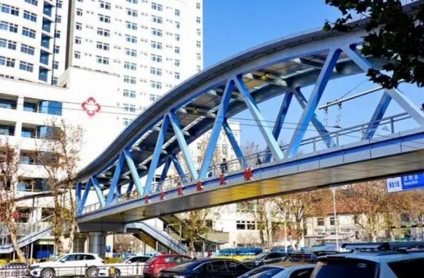 上海:1649人!这座过街天桥,承包了我2021第一行热泪!