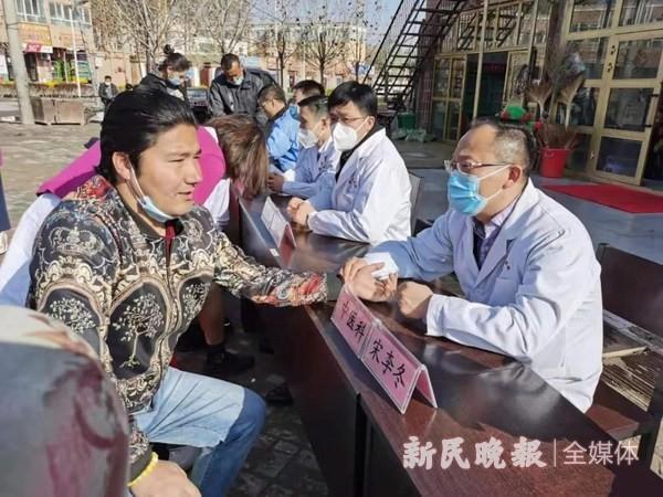 莎车分指援疆医疗专家到塔尕尔其镇开展义诊活动
