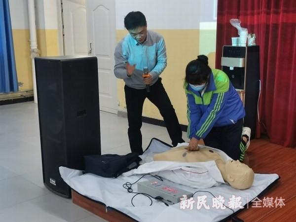 上海援疆医生到莎车三中开展心肺复苏培训