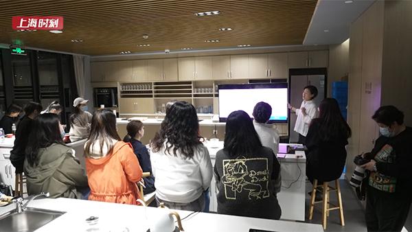视频   乐动体育市民艺术夜校开分校了!第一节课就给白领们带来醇香惊喜