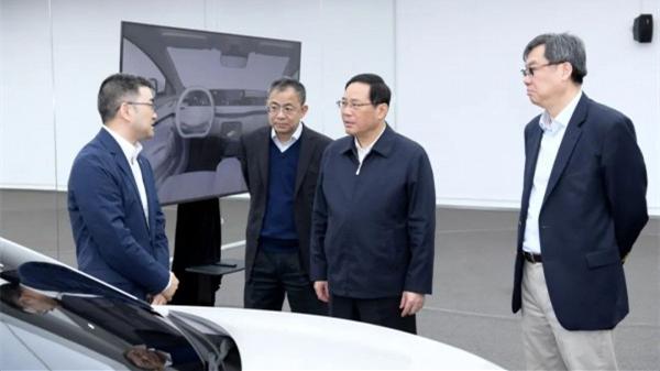 李强今天调研上汽集团,期待加快创新转型,抢占新赛道、勇立最前沿!