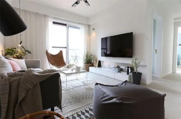 85平米两居室,装修虽简单,却让人眼前一亮,干净又舒适
