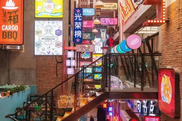 魔都商场最新打卡地!川渝古镇、徽派村落、霓虹街…好吃又好拍!