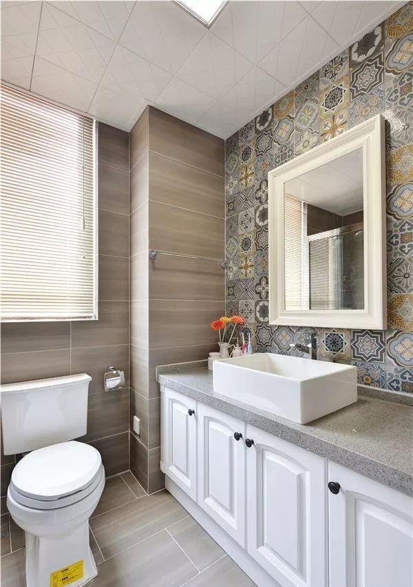 卫生间的瓷砖,居然可以铺的这么美!