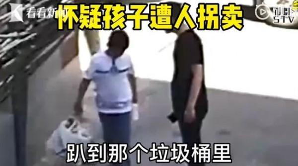 """10岁男孩遭""""神秘黑衣男""""胁迫,在上海街头捡垃圾?真相让人笑喷!"""