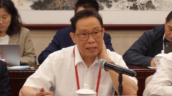 钟南山:中国新冠疫苗覆盖率年底可达80%,产能需加强