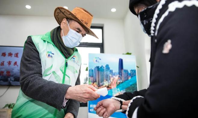 澳洲老外爷叔在上海当志愿者!普通话和沪语说得太666了!