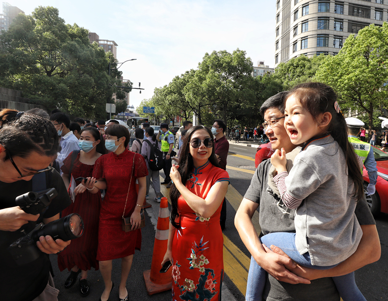 直击上海高考首日!今年的作文题和时间有关!《觉醒年代》成最大赢家!