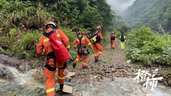 67名驴友爬山被困 搜救队员:这路线救过5次了