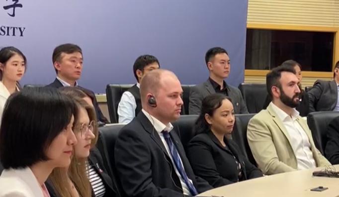 """视频   中外师生聆听""""中国共产党的故事""""特别对话会"""