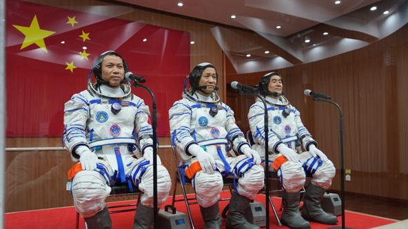 聂海胜、刘伯明、汤洪波3名航天员领命出征