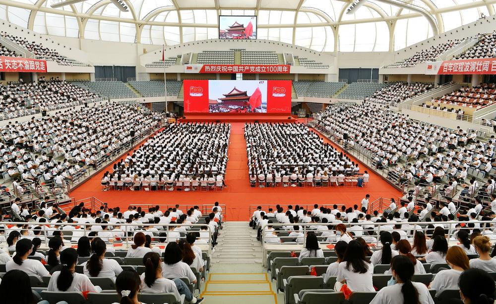 上海各界收看庆祝中国共产党成立100周年大会直播