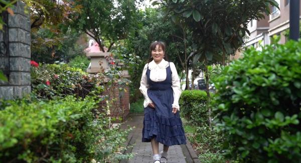 55岁能穿公主裙吗?这位上海阿姨穿了!还被央视点赞冲上热搜!