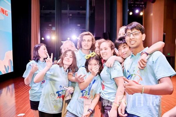 欢笑与泪水交织 第16届上海国际青少年互动友谊营闭幕