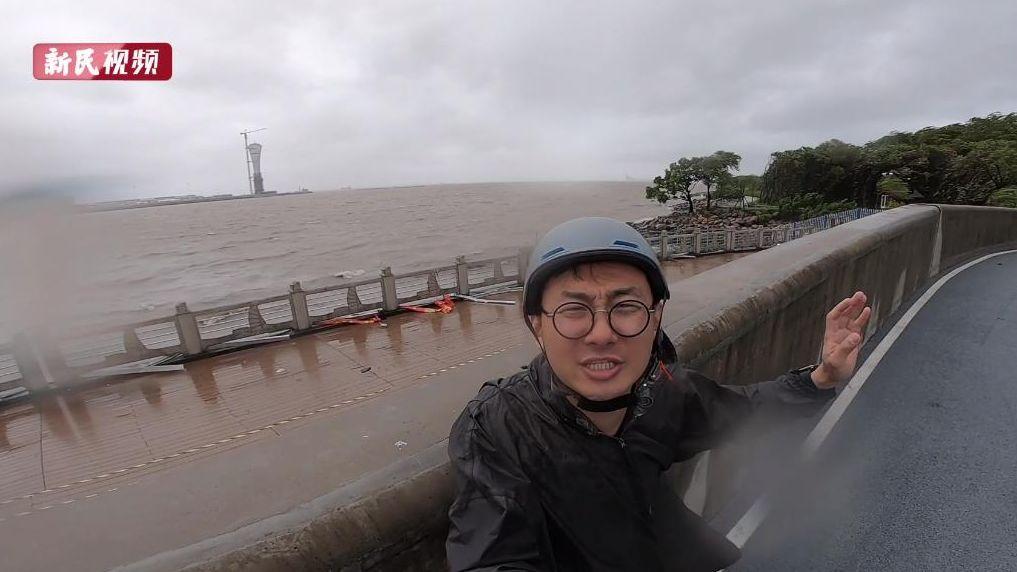 """视频   台风""""烟花""""逼近 申城海塘江堤风浪加大"""