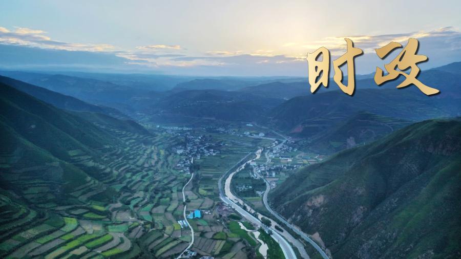 獨家視頻|習近(jin)平走(zou)進(jin)田間地頭 與陝(shan)北老鄉(xiang)拉家常