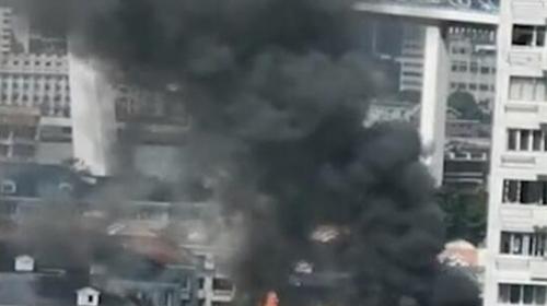 视频   浦东一民宅发生火灾 无人伤亡