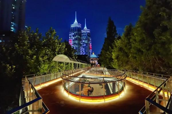 真奇妙!上海这个公园竟有三层!白天像彩虹,晚上美成一道光~免费开放!