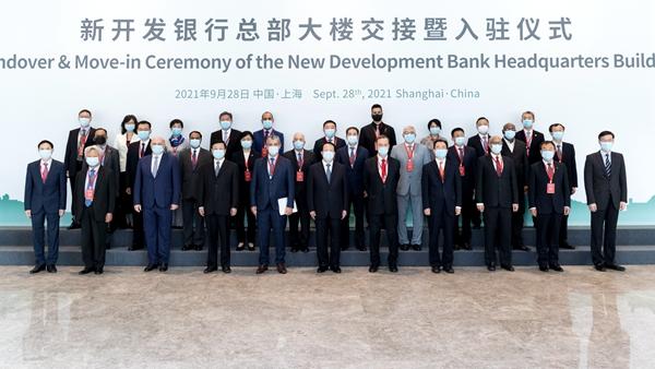 新开发银行总部大楼今天在沪正式交付使用