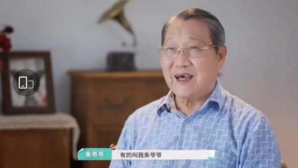 上海老人的派头能有多精致?这位89岁爷爷的独居生活,让网友羡慕到哭!