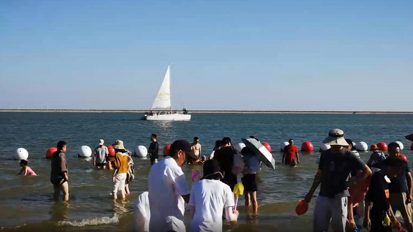 视频 | 假期过半 到金山城市沙滩感受海边清凉