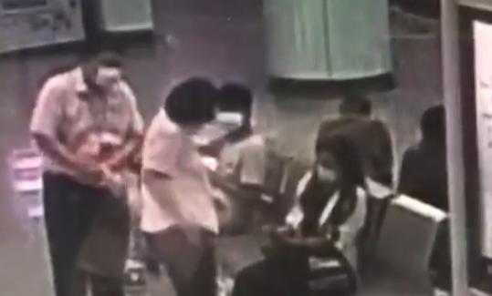 视频 | 上海地铁13号线一乘客突发不适 地铁广播寻医好心人出手相助