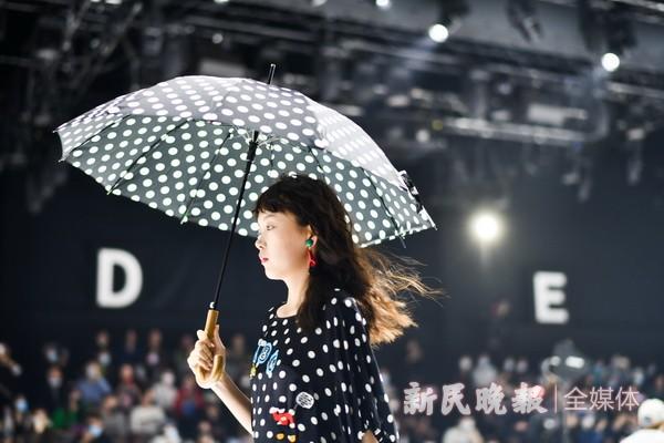 上海时装周吹来80年代复古风潮