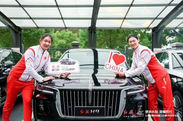 红旗向上海运动健儿们交付H9轿车