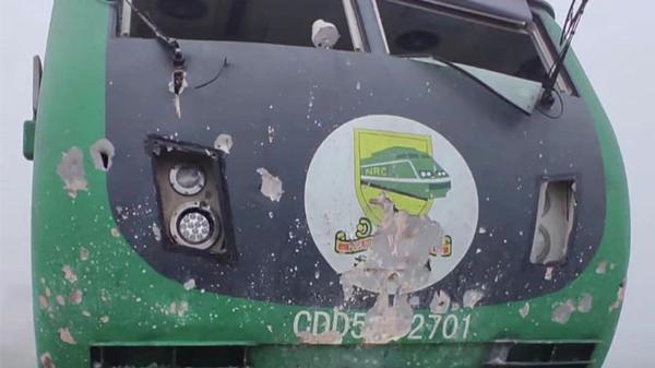 尼日利亚阿卡铁路轨道被炸 部分列车乘客被困6小时