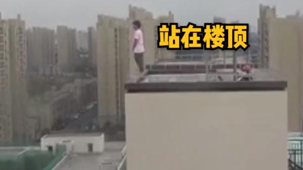 破防了!上海一女子意欲轻生跳楼,消防公安暖心劝导:有委屈慢慢讲